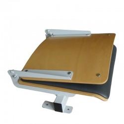 Siedzisko audytoryjne ze składanym oparciem, wykonane ze sklejki bukowej z nakładką tapicerską, mocowane do stopnia