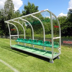 Kabiny dla zawodników rezerwowych z pokryciem ze szkła akrylowego