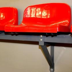 Siedzisko z średnim oparciem, mocowane do konstrukcji stalowej