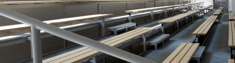Trybuny stałe z siedziskami typu ławka
