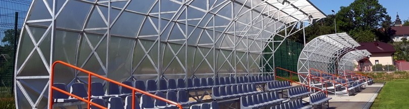 Trybuny stałe zadaszone na boiska zewnętrzne